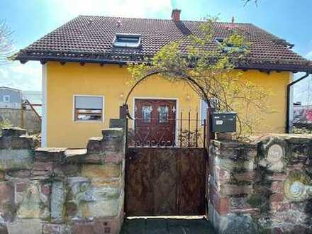 Exklusives Einfamilienhaus mit ca. 180 qm Wohnfläche und großem Grundstück zu verkaufen!!