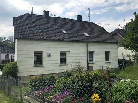 Kapitalanlage: Langfristig gut vermietetes Doppelhaus mit nettem Gärtchen in Betzdorf