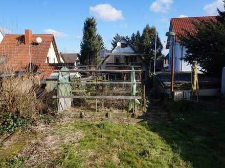 Sonniges Grundstück mit großem Garten zum Abriss