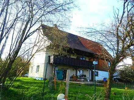 Wohnhaus mit Ausbaureserve in naturverbundener Aussichtslage