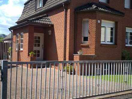 Vollständig renovierte EG-Wohnung mit fünf Zimmern sowie Terrasse und EBK in Herten