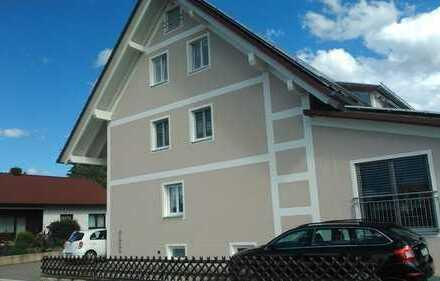Neuwertige 4-Zimmer-Maisonette-Wohnung mit Balkon in Karlskron