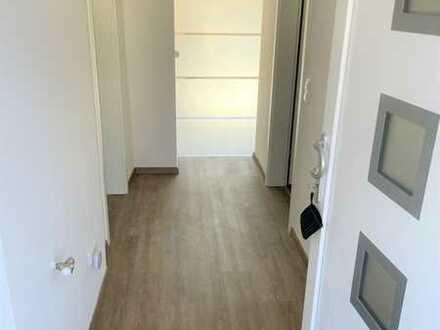 Erstbezug nach Sanierung: helle 2-Zimmer-Wohnung mit Einbauküche, Balkon und Garage in Riesweiler