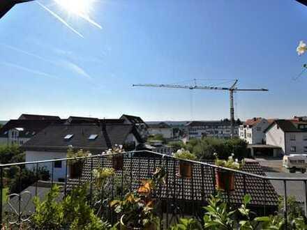 Gärtringen: Ganz oben Wohnen - 3 Zi.-Dachgeschosswohnung mit Südbalkon