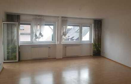 Helle und freundliche 2,5 Zimmer-Wohnung mit Balkon