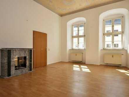 Schöne Wohnung auf dem Schneeberger Markt - WG-geeignet!
