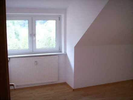 Modernisierte 5-Raum-DG-Wohnung mit Balkon in brombach
