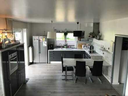 Erftstadt-Erp, Junge, moderne und helle 3 Zimmer Wohnung mit Terasse, Garten, Garage und Kamin