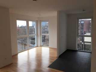 Aussergewöhnliche 2 Zimmer Wohnung mit Gäste WC und Balkon