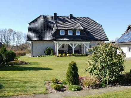 Großes freistehendes Einfamilienhaus mit großzügigem Garten in ruhiger Lage mit Biogasversorgung