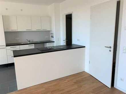 *ERSTBEZUG* Hochwertige 3-Zimmer-Wohnung mit Einbauküche, Balkon und Tiefgarage