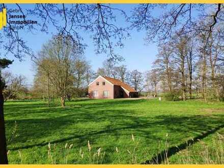 Einfamilienhaus mit innenliegender Scheune auf großem Grundstück in Bunde / Wymeer!