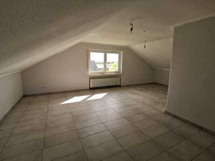 Geräumige, modernisierte 2-Zimmer-DG-Wohnung in Niederwerrn