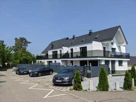 Neuwertige Terrassenwohnung mit drei Zimmern und Balkon in Karlsbad