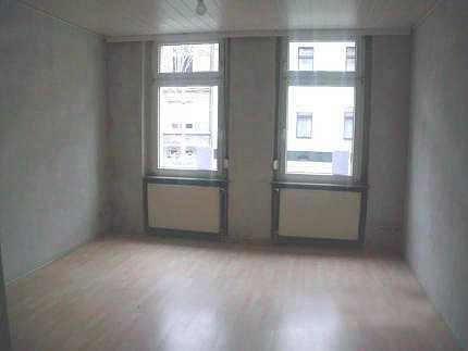 …sanierte Erdgeschosswohnung als Anlageobjekt !