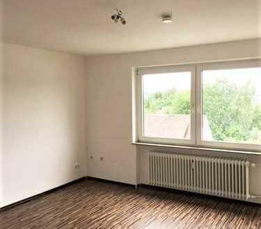 BALD VERFÜGBAR! Helle 3-Zimmer Wohnung mit Balkon und saniertem Bad!