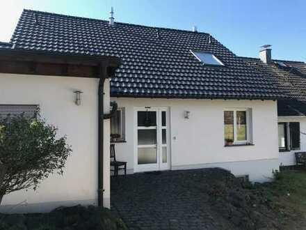 SANKT AUGUSTIN, Top DHH 4-5 Zimmer, ca. 150 m² Wfl, Vollkeller, Stellplatz, Garage, Terrasse, Garten