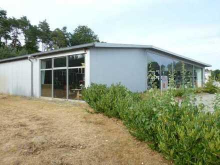 Ausstellungs-Lagerhalle in Lingen/Ems im Gewerbegebiet