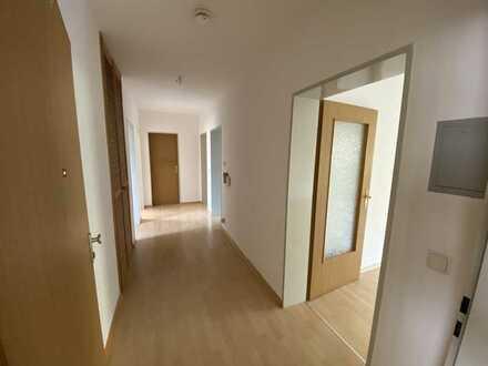 Stilvolle, gepflegte 4-Zimmer-Wohnung mit Balkon und Einbauküche in Zorneding