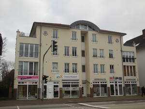 Helle, moderne, seniorengeeignete 2-Zimmer-Wohnung mit kl. Wintergarten u. EBK