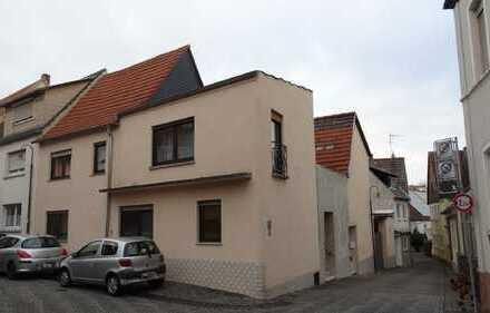 (1126) Großes Ein- bis Zweifamilienhaus mit Hof