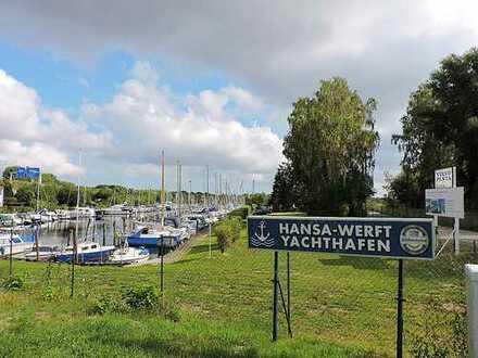 Yachthafen - Werft mit Trave und Ostseeanbindung