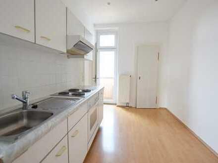 Tolle Balkonwohnung mit Einbauküche in Stadtparknähe!