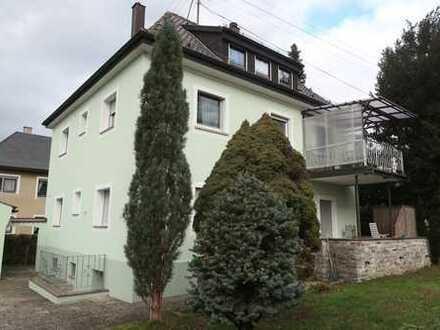 Freistehendes MFH in Schwäbisch Gmünd-Straßdorf,schöner Garten, 2 Garagen, Balkon, Terrasse, Keller!