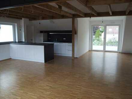Wunderschöne und hochwertige 3,5 Zimmer DG-Wohnung mit EBK & Balkon in Bad Überkingen
