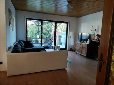 Schöne 3-Zimmer-Wohnung mit Terrasse und eigenem Garten