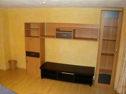 Gepflegte Untergeschoßwohnung mit einem Zimmer und Einbauküche in Schwäbisch Hall