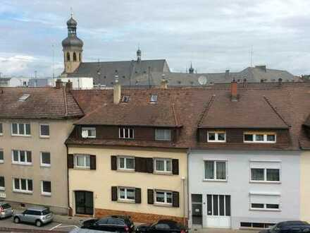 Schöne, geräumige 2-Zimmer Wohnung über den Dächern der Bruchsaler Innenstadt