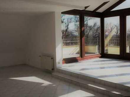 Neuwertige 3 Zimmer Küche mit EBK, Bad, schöner 22 qm Süd - Dachterrasse