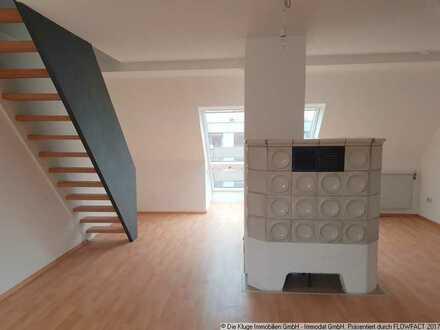 Über den Dächern von Mögeldorf: Gemütliche 2,5 Zimmer-DG-Wohnung mit Einbauküche und Kachelofen