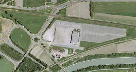 Werbewirksame Grundstücksfläche mit Bestandsgebäude und 900 Parkplätzen