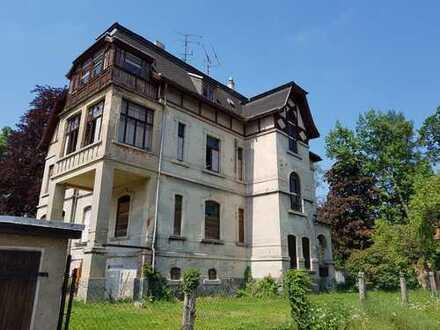 Wunderschöne Villa im Dornröschenschlaf mit fertigem Projekt