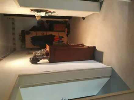 Biete 2 EZ an. Je 13qm gr. Esszimmer, gr. Küche mit Balkon u. Grill vorhanden. Bad und Gäste WC