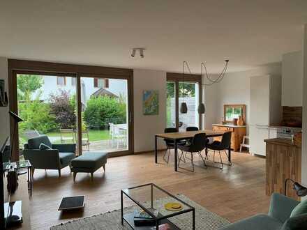 Gepflegte Wohnung mit drei Zimmern und zwei Terrassen, wohnen am Rosengarten mit 111 qm Nutzfläche.