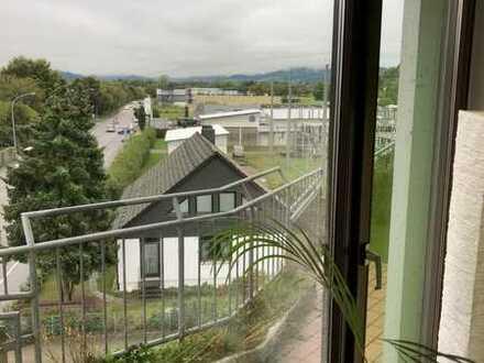 WG- geeignete, gepflegte 3-Zimmer-Wohnung mit 2 Balkonen und Einbauküche in Freiburg im Breisgau