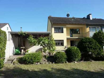 DHH mit Schwimmbad und schönem Garten, Ruhiglage in K-Buchheim