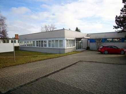 Gewerbehalle mit Bürogebäude im Industriegebiet in Villingen