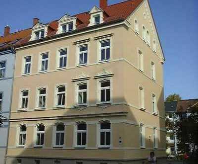 Sanierte 4-Zimmer-EG-Wohnung mit zwei Balkonen und Einbauküche in Zwickau