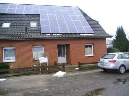 Schöne Doppelhaushälfte mit fünf Zimmern in Oldenburg (Kreis), Beckeln