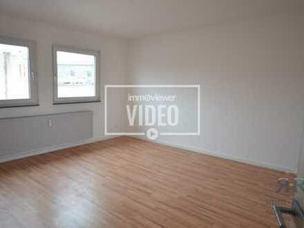 Helle und renovierte DG-Wohnung mit einem großen Wohn-/Esszimmer in der Duisburger City!