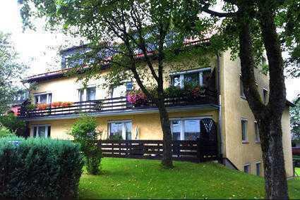 Kompl. modern eingerichtetes 1-Zi.- Apartment (mit Küche) m. großem sep. Bad