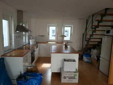 Exklusive, gepflegte 2,5-Zimmer-Maisonette-Wohnung mit Balkon und Einbauküche in Böblingen (Kreis)