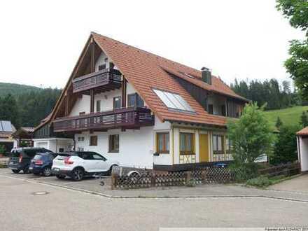 Modernisiertes und gepflegtes Dreifamilienhaus in Obertal!