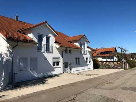 Großzügige, neuwertige 3,5-Zimmer-Wohnung mit Terrasse und EBK in Wiernsheim Ortsteil Pinache