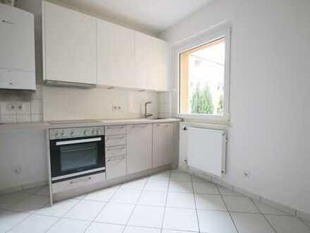 Renovierte 4-Zimmer Wohnung inkl. EBK und Balkon!