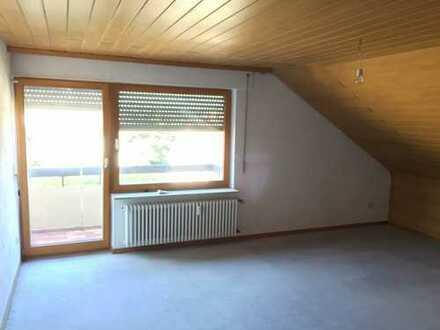 Gepflegte 2,5-Zimmer-Dachgeschosswohnung mit Balkon und EBK in Wendlingen am Neckar